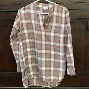 Gap Muted Plaid Long Sleeve Hi-Lo Shirt
